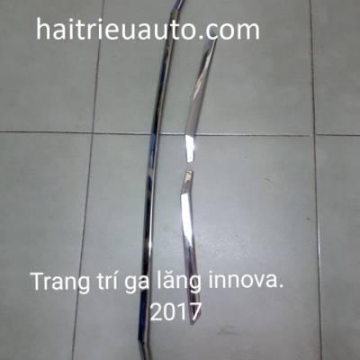 trang trí mặt ca lăng xe innova 2018