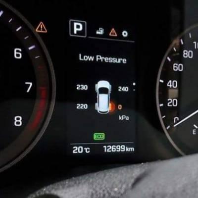cảm biến áp suất lốp hiện thị trên taplo xe sedona
