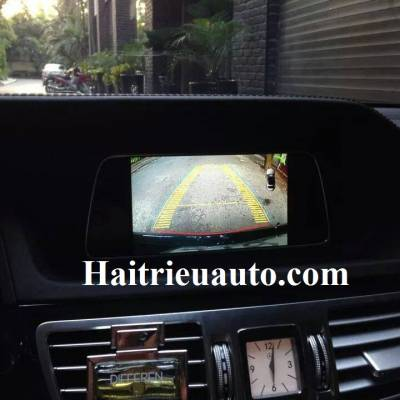 Lắp camera lùi cho xe Mercedes E200