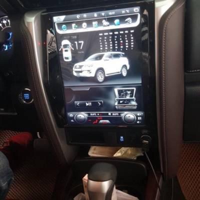 màn hình tesla cho xe fortuner 2018