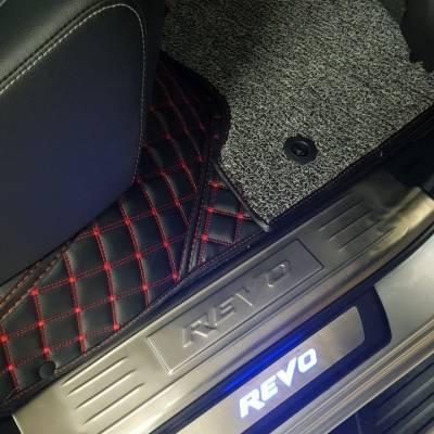 nẹp bước chân có đèn led xe Hilux 2018