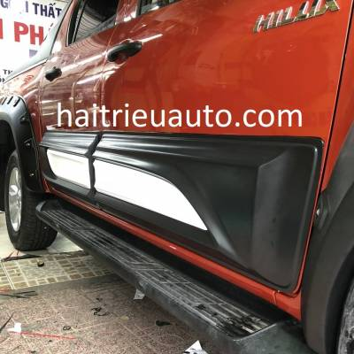 ốp cửa theo xe toyota Hilux