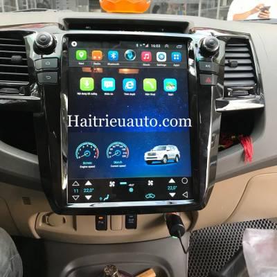 màn hình tesla theo xe fortuner 2013