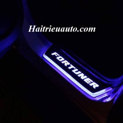 Nẹp bước chân có đèn Fortuner 2017