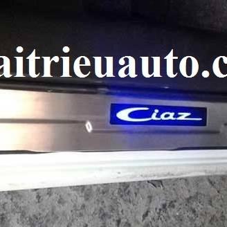 nẹp bước chân có đèn cho xe Suzuki Ciaz