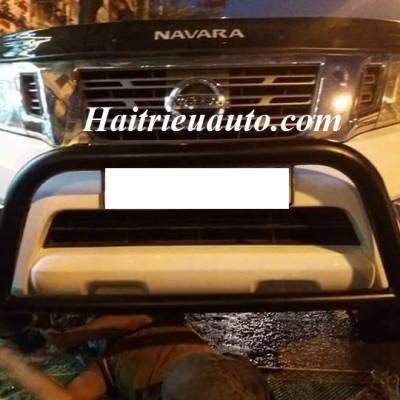 Ốp cản trước Nissan Navara