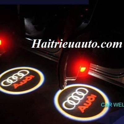 Logo cánh cửa xe Audi