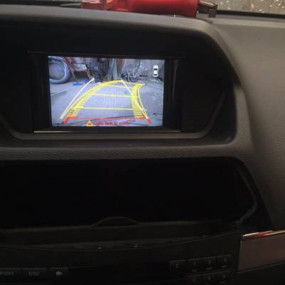 Lắp camera lùi cho xe Mercedes E350