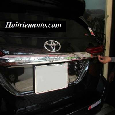 Tay mở cốp Fortuner 2017