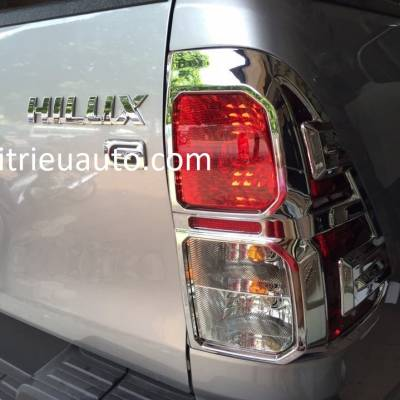 viền đèn sau xe toyota HILUX 2018