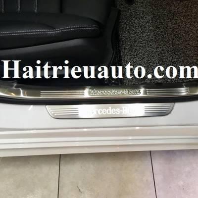 nẹp bước chân trong Mercedes C300