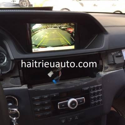 lắp camera lùi cho xe mercedes E 250 2013