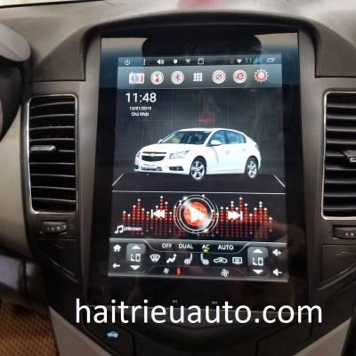 màn hình Tesla theo xe Cruze