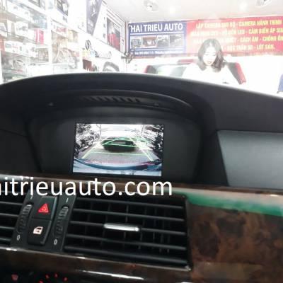 lắp camera lùi cho xe BMW 530i