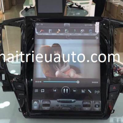 màn hình tesla theo xe Pajero sport 2018