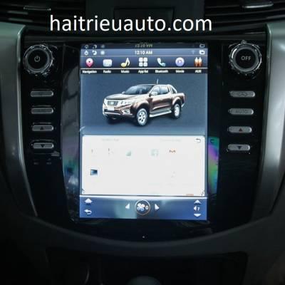 màn hình tesla xe Nissan Navara 2018