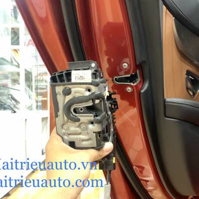 Cửa hít theo xe mercedes C 2020