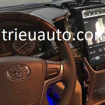màn hình Tesla Land Cruiser