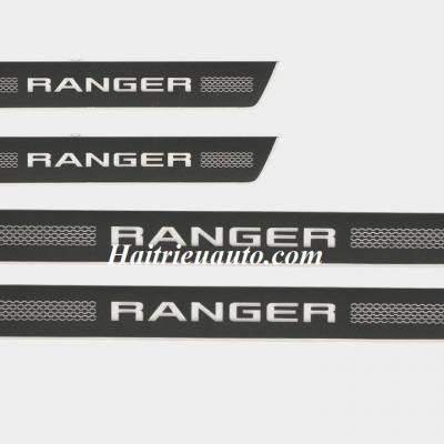 Nẹp bước chân có đèn led Ford Ranger