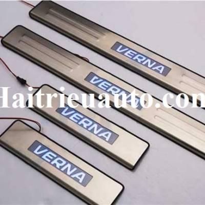 nẹp bước chân có đèn cho Hyundai Verna