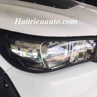 Viền đèn trước đen Toyota Hilux 2017