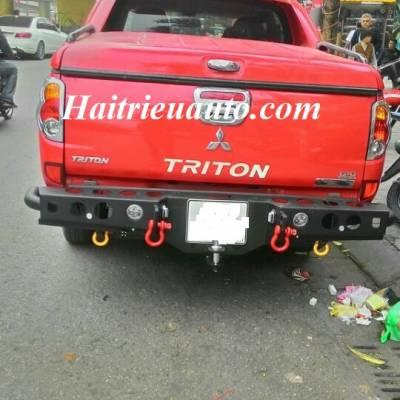 Ốp cản sau xe Triton