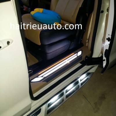 nẹp bước chân có đèn led cho xe Sedona